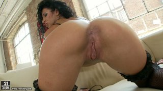 Extremely hot bootylitious brunette Sierra gets her ass fingered