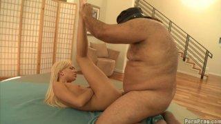 Blonde slut Kacey Jordan fucks with fat limo